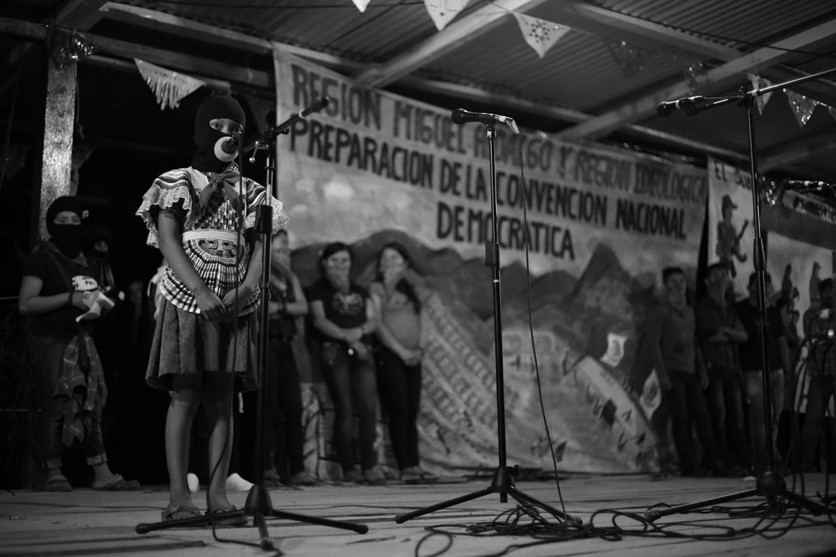 """""""Aquí seguiremos"""": jóvenes zapatistas"""