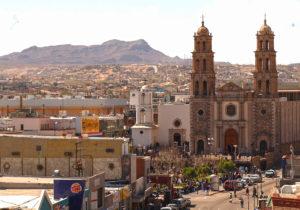 Dolida y con miles de víctimas, Juárez recibe foro de AMLO