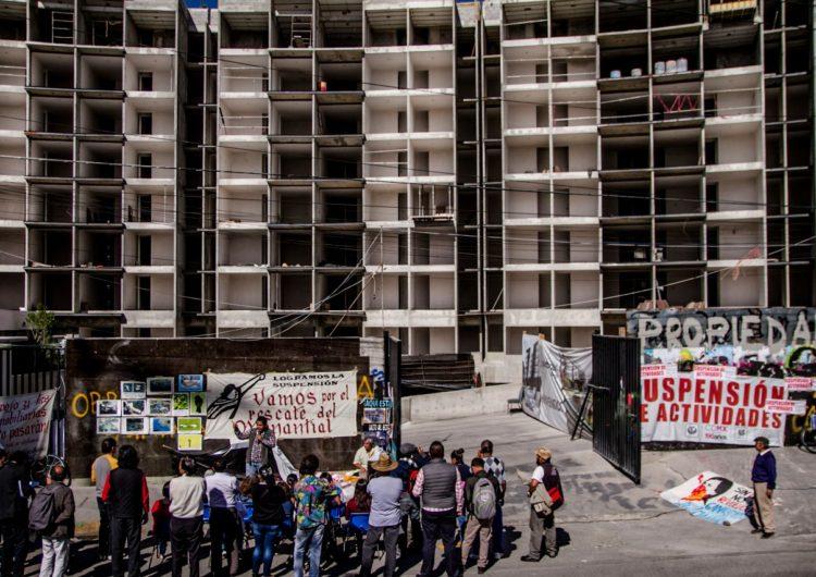 Denuncian construcción de departamentos pese a suspensión oficial