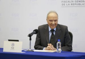 Derroche y rezago de 300 mil averiguaciones en la FGR, informa el fiscal