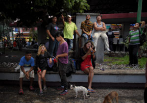 En la otra frontera, los migrantes no celebran