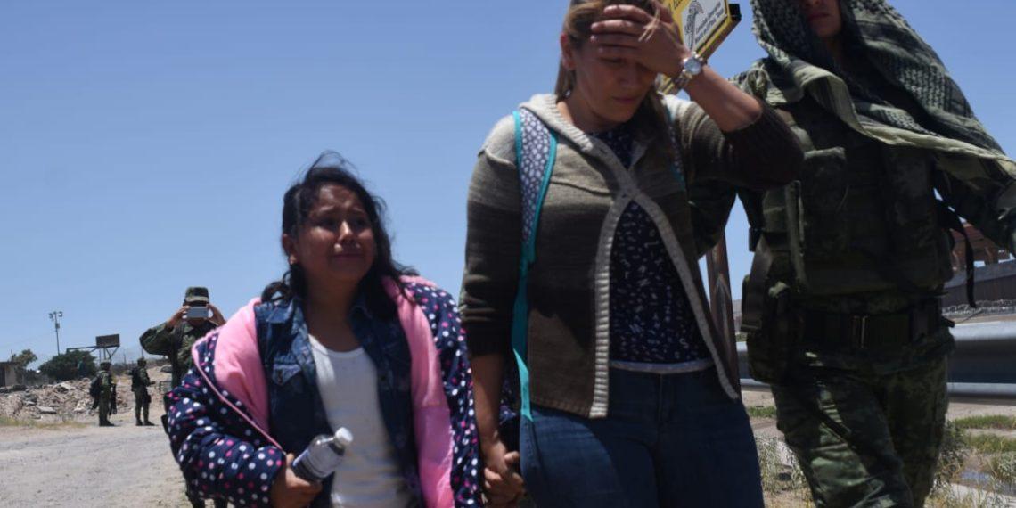 A las puertas de Estados Unidos, México persigue y detiene a migrantes