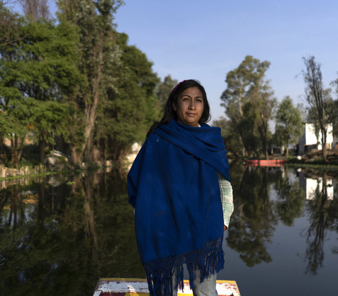 Un puñado de mujeres frena la destrucción de Xochimilco