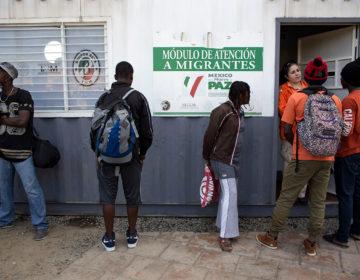 Dejan morir a haitiano en estación migratoria, denuncian organizaciones