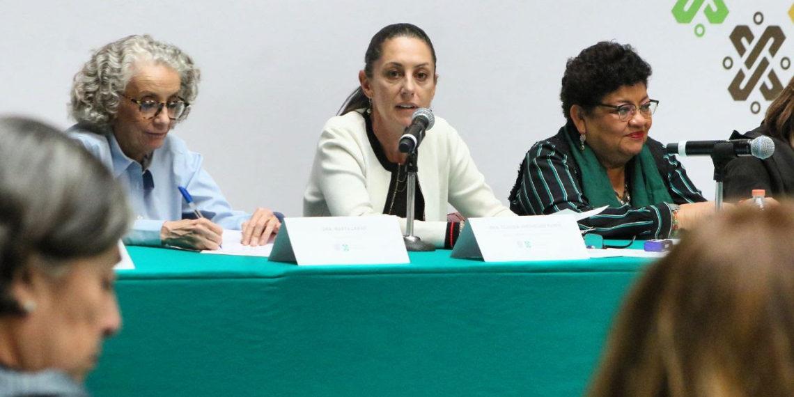 Propone Sheinbaum diálogo a mujeres; le piden plan de acción