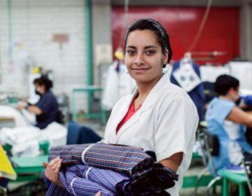 Mujeres de AL trabajan 80% más en hogares y ganan 17% menos en empleos
