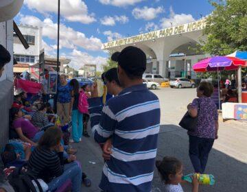 Oleada de desplazados huyen de México por Ciudad Juárez