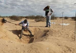 Buscan en desierto a joven desaparecido e identificado en un video