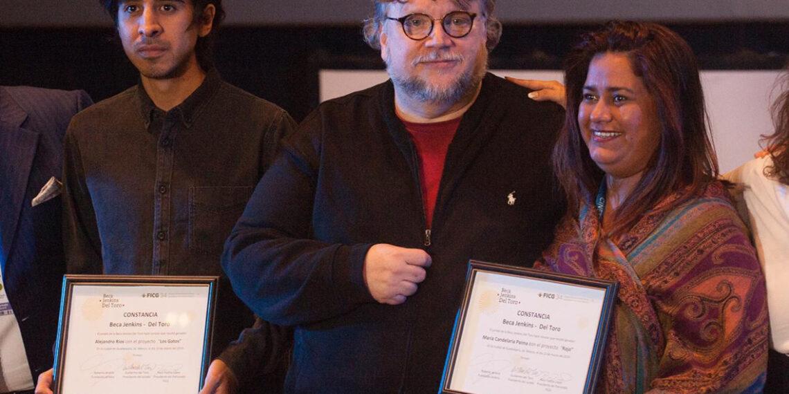 'Mamá, me gané la beca de Guillermo del Toro'