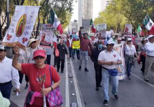 ¡Viva la virgen de Guadalupe, fuera el mal gobierno de López Obrador!