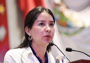 Diputada de Morena protesta contra liberación de Miguel Peralta