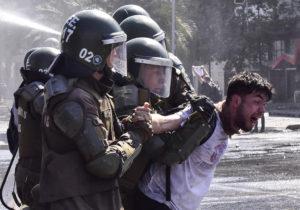 Piñera revive represión en Chile