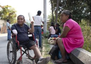 Gaudencio, arrollado por la bestia, pide ayuda para sus prótesis de pierna y brazo
