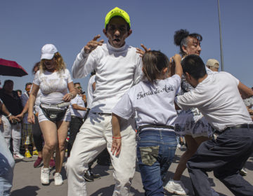 Arman baile en el Zócalo en defensa de los sonideros